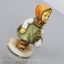 Goebel Hummel Porzellan Figur 561 Großmutter wartet Grandma's Girl 10 cm 1994