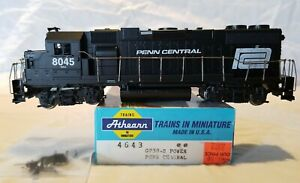 ATHEARN HO BLUE BOX #4643 PENN CENTRAL GP38-2 No. 8045 - DC POWER, TESTED