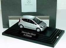 1:87 Mercedes-Benz A-Klasse 3türig W169 polarsilber - Dealer-Edition - Wiking