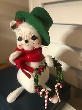 2005 Annalee Christmas Mouse Wearing Green Hat Carrying Wreath With Candy Canes