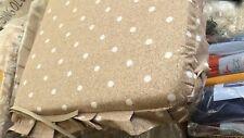 cuscini per sedie quadrati fondo beige con pois bianchi