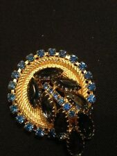 VINTAGE 1960'S CIRCLE WITH SPRAY GOLD AND SAPPHIRE COLORED STONES BROOCH!
