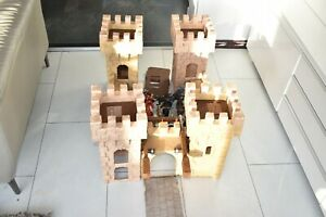 Schleich Ritterburg Castle / Fort with figures and 2 extra turrets / towers