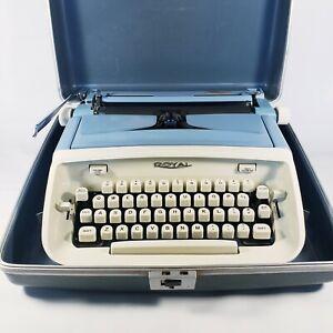 VINTAGE ROYAL ARISTOCRAT 1960s LIGHT BLUE MANUAL PORTABLE TYPEWRITER w/Case