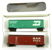 2 Kar-Line Ho Plug door Box cars: Bn + Bar ~Steel Wheels,Knuckle Couplers~ T106