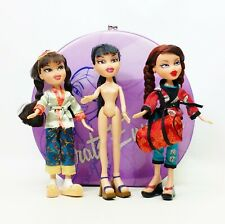 MGA Entertainment Bratz Lot Of 3 Dolls And Carry Case (1)
