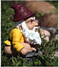 SQUATITING GARDEN GNOME STATUE OUTDOOR DECOR FUNNY YARD SCULPTURE PATIO LAWN NEW