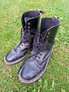 Dr martens black boots size 6 Very Worn