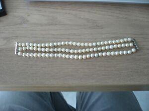 Bracelet ancien triple rang perles de Culture et fermoir or blanc 18 Carats 32,1