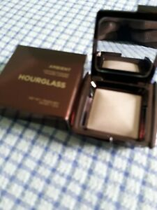 ambient lighting powder poudre lumiere hourglass