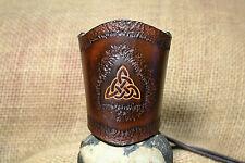 Lederarmband Keltische Triangel geprägt punziert breit Leder braun Kelten Stulpe