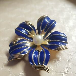 Vintage Crown Trifari Flower Brooch/Pin Cobalt Blue Enamel w/ Center Faux Pearl