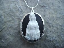 VIRGIN MARY CAMEO LOCKET- ROSES - QUALITY-MOTHER  MARY - RELIGIOUS, XMAS, EASTER