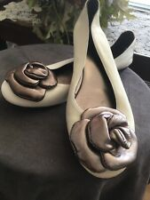 Ron White cream flat ballet shoes w oversized silver flower Size 8 Made in Italy