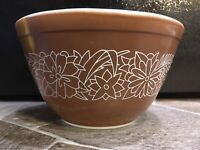 Pyrex 401 Woodland MIXING BOWL Brown White MILK GLASS 1 1/2 Pint FLORAL Smallest