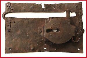 antica serratura in ferro battuto da porta portone legno antichità iron wrought