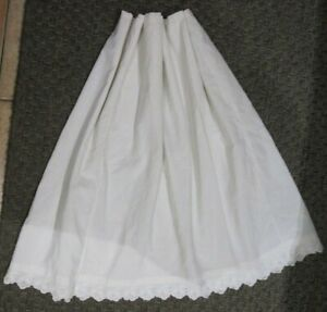 Jupon ancien, coton blanc, dentelle festonnée brodée main, fin circa 1900