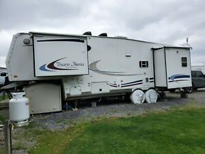 2003 NuWay HitchHicker Discovery 30' 5th Wheel Trailer - Pennsylvania