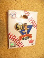 2007 New York Yankees Baby New Year's pin