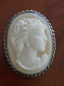 Vintage classic cameo brooch with sterling silver rope edged surround