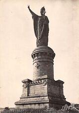 BT5231 Chatillon sur marne statue du pape urban II       France
