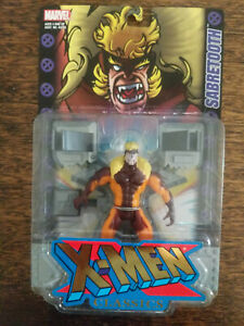 2000 TOYBIZ X-MEN CLASSICS SABRETOOTH with RESTRAINTS and SMASH-OUT ACTION