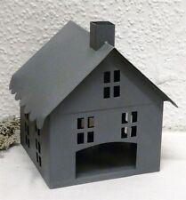 Deko-Kerzenständer & -Teelichthalter aus Metall mit Haus