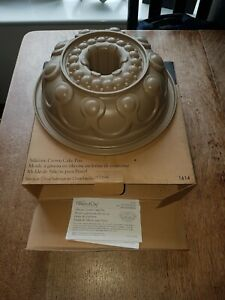 PAMPERED CHEF Silicone Crown Cake Pan Mould 1614 USED