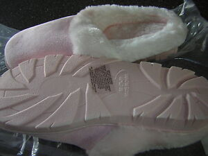 NIB New Women's Pink Soft and Furry Slippers House shoes - Size 5 6  (Small)