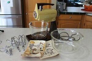 Vintage Sunbeam Mixmaster Mixer 2 Bowls Beaters Recipe & Instruction Books Gold
