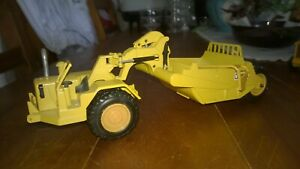 NZG  Caterpillar 621 scraper