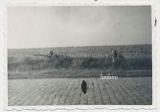 Foto Frankreich-Straßengefecht  Soldaten mit Gewehr und Handgranate  2.WK (M659)