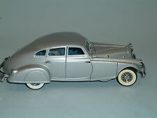 1933 PIERCE ARROW SILVER SEDAN WITH BOX DANBURY MINT 1:24