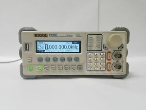 RIGOL DG1022 2 CH 20MHz 100MSa/s FUNCTION/ARBITRARY WAVEFORM GENERATOR W HANDLE