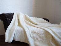 XXL LUXUS Tagesdecke Kuscheldecke Glanz-Design weiß / elfenbein 200x240cm