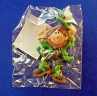 Hallmark PIN St Patrick Vintage LEPRECHAUN Tipping HAT Irish Holiday Brooch MIP