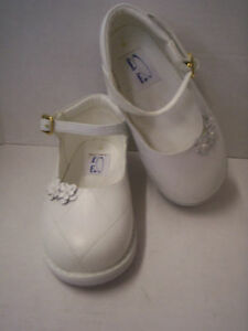 Shoes, Girl's Leather White With Flowers by Heavenly Fashion, Size 9, New