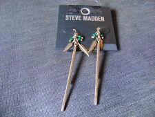 Steve Madden Bar, grano & Plumas Perforado Oreja Pendientes 7 cm Oro Metal BNWT