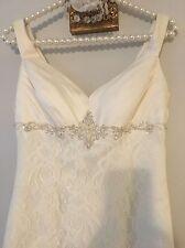 Davids Bridal Wedding Dress 4 Ivory Lace Train