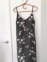 "ELWOOD Size 10 Grey/Green Floral Printed  V Neck Midi Length ""Queen"" Dress BNWT"