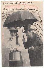 CARTE POSTALE FANTAISIE LE PARAPLUIE 1903 JEUNNE FEMME COURTISEE