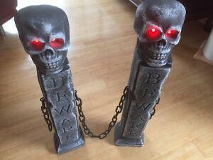 Halloween Deko Gothic Skull Totenkopf Säule Grabstein Portal Eingang LED animier