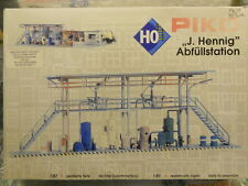 ** Piko 61105 J Hennig Filling Station Plastic Kit Aged Parts 1:87 H0 Scale