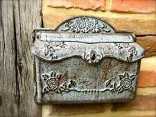Wand-Briefkasten aus Eisen wie antiker Postkasten, Nostalgie im Landhausstil