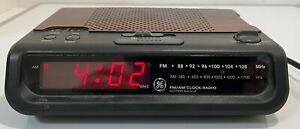 General Electric GE Vintage AM/FM Clock Radio Woodgrain MODEL 7-4613A