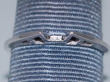18k White Gold ring with beautiful design