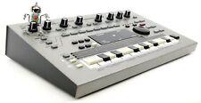 Roland MC-303 Synthesizer 303 808 909 Jupiter Juno Fast Neuwertig +1.5J Garantie