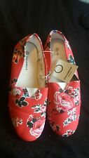 Full Circle Floral Canvas Slip Ons Size 8 Only