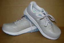 New Balance 928 V2, Women's size 7.5 D (wide), missing insoles, WW928GR2