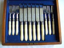 Hermosa Vintage Sheffield Plateado Grabado cuchillos y tenedores en estuche de madera